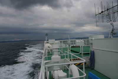 山口県萩市の北西約44kmの日本海海上にある島『見島』 高速船内 景色