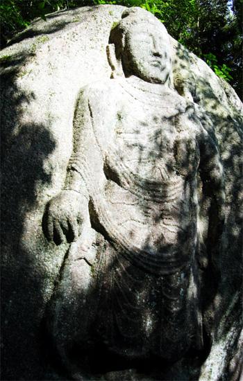 山口県おでかけ情報 山口県日本山陽小野田市 最古の摩崖仏