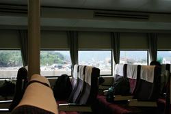 山口県萩市の北西約44kmの日本海海上にある島『見島』 高速船内